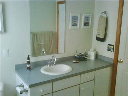 Mashpee Cape Cod vacation rental - First floor full bathroom