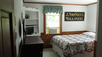 Brewster, The Highlands on Seymours Pond Cape Cod vacation rental - Bedroom (Queen Size Bed)