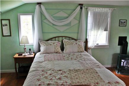 Soulth Chatham Cape Cod vacation rental - Queen Bed in Charming Small Cottage
