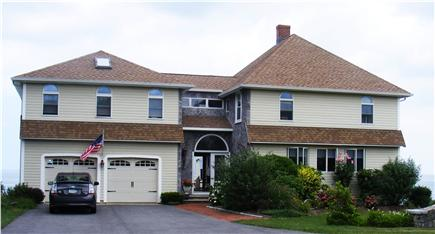 Click here to see a video of this Plymouth vacation rental.