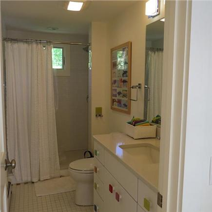 Wellfleet Cape Cod vacation rental - Full bathroom on top floor