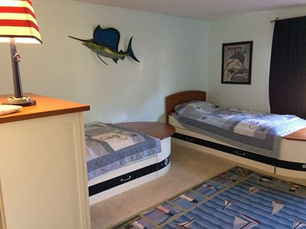 Osterville Osterville vacation rental - Two twin boat beds.