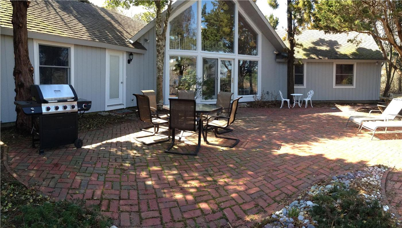 vacation with cod hyannis wellfleet wport cape cottage rentals town in carriage antique house great