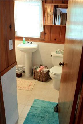 South Yarmouth Cape Cod vacation rental - Full bath - shower/bathtub