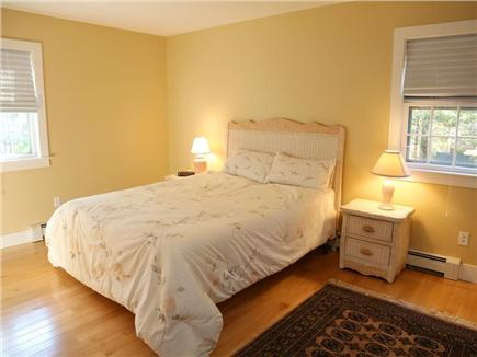 Cotuit Cotuit vacation rental - Downstairs master bedroom with bath