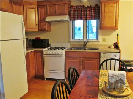 Bourne, Buzzards Bay Cape Cod vacation rental - Eat in kitchen seats six