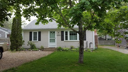 Yarmouth Cape Cod vacation rental - Charming front of Cape House
