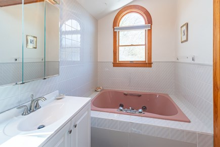 Chatham Cape Cod vacation rental - Jacuzzi tub in upstairs bathroom.