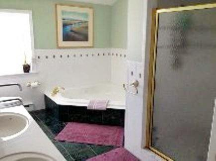 West Yarmouth Cape Cod vacation rental - Bath 3