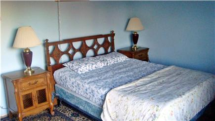 Hyannis Cape Cod vacation rental - Bed # 1 - Master bedroom with bathroom