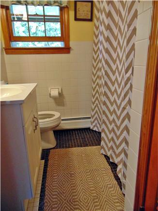 Dennis  Cape Cod vacation rental - Main bathroom