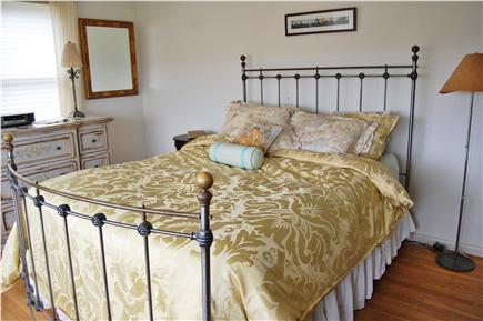 Sandwich, Scorton Shores Cape Cod vacation rental - Bedroom with Queen Size Bed - 1st Floor