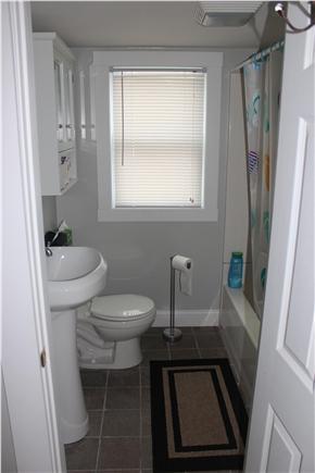 Wareham, Swifts Beach/Broadmarsh Cove MA vacation rental - There is a full bath upstairs