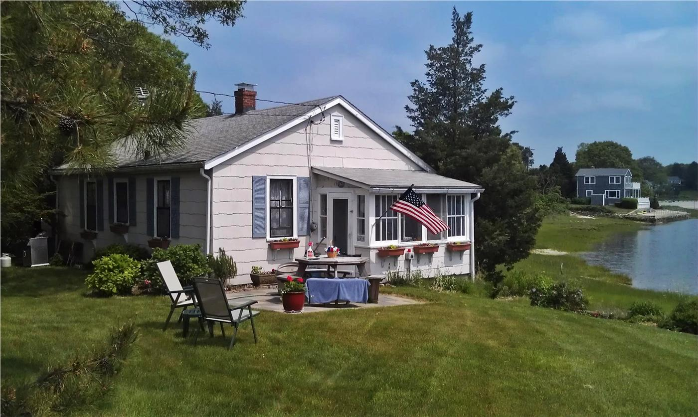 Pocasset vacation rental home in pocasset ma 02559 short for Cove cape cod