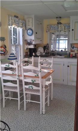 Pocasset, Patuisset Pocasset vacation rental - Cheerful, simple kitchen