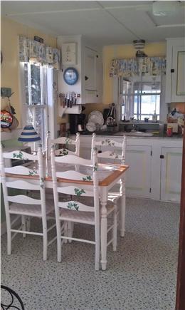 Pocasset, Patuisset Pocasset vacation rental - Cheerful, simple kitchen