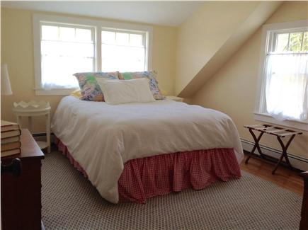 Cotuit Cotuit vacation rental - The Train Room