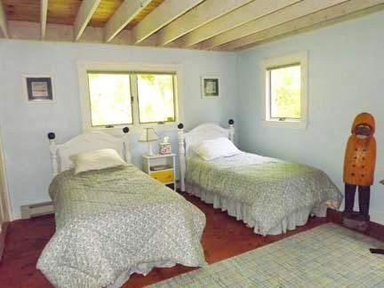 Chatham Cape Cod vacation rental - Downstairs twin bedroom - desk, bureau, closet, fan