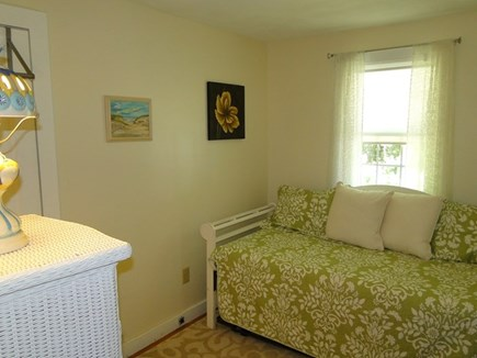 Falmouth, Teaticket Cape Cod vacation rental - Daybed with pop up trundle