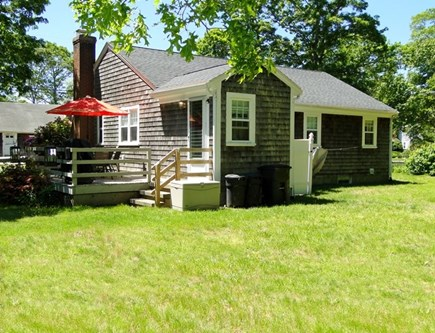 Falmouth, Teaticket Cape Cod vacation rental - Sunny flat backyard to enjoy family games.