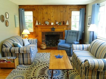Falmouth, Teaticket Cape Cod vacation rental - Sunny comfortable living room