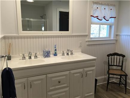 Dennis Cape Cod vacation rental - Top Unit Bathroom