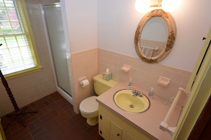 East Orleans Cape Cod vacation rental - Full Bath on main level