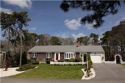 Chatham Cape Cod vacation rental - Peaceful & Private. 5 min walk to the beach!