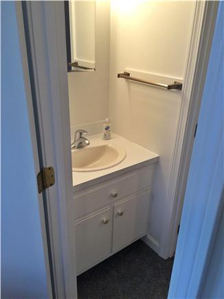 Chatham Cape Cod vacation rental - Half bath between twin & King rooms