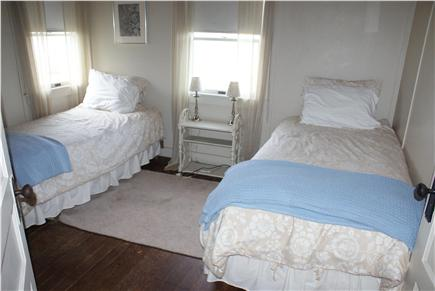 Bourne, Sagamore Beach Cape Cod vacation rental - 1 of 3 Bedrooms with 2 Twins.