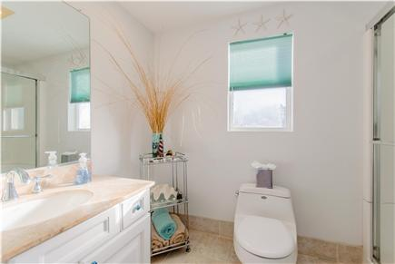 Plymouth MA vacation rental - Second of two full bathrooms
