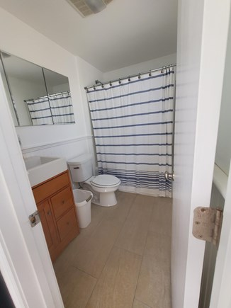 Wellfleet Cape Cod vacation rental - Bath 1