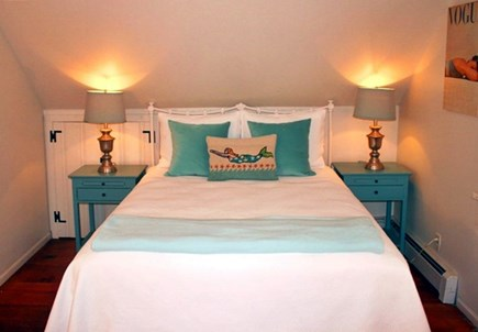 East Sandwich Cape Cod vacation rental - Cute 3rd bedroom on 2nd flr with Queen bed & cozy twin built in