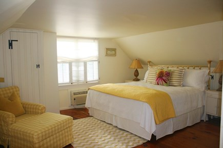 East Sandwich Cape Cod vacation rental - Pretty 2nd Bedroom on 2nd flr with King bed & cozy twin built-in