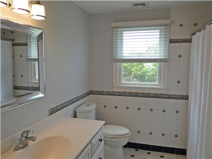 Mashpee, Popponesset Cape Cod vacation rental - – One of three full bathrooms