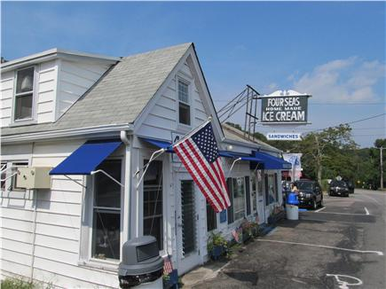 Centerville, craigville village Centerville vacation rental - Walk toFamous Four Seas ice cream, library and playground