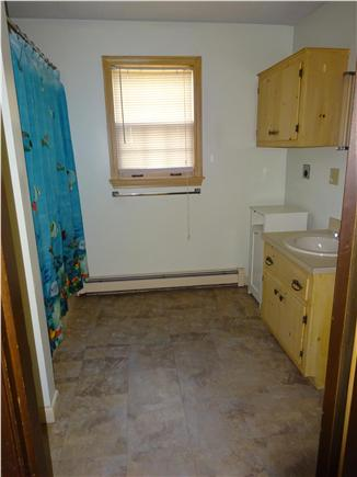 Onset MA vacation rental - Large full bath on first floor