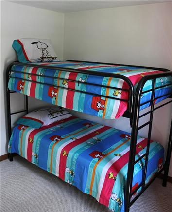 E. Harwich Cape Cod vacation rental - Kid's Bedroom Bunk Beds
