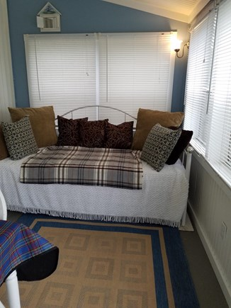 Eastham - Ocean Side minutes f Cape Cod vacation rental - Daybed - two twins - private area