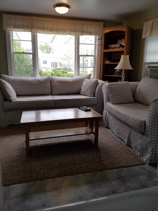 Eastham - Ocean Side minutes f Cape Cod vacation rental - Living Room