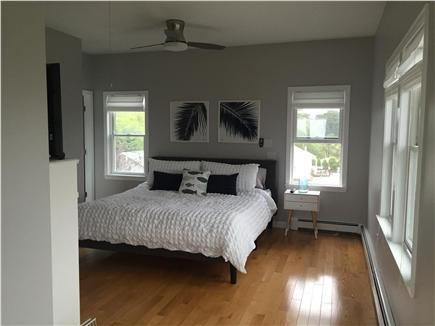 Dennisport Cape Cod vacation rental - 13'x18' king bedroom, walk-in closet+private bath