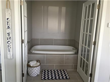 Dennisport Cape Cod vacation rental - Suite bathtub