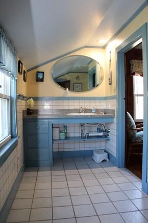 Dennis Port Cape Cod vacation rental - 2nd floor large size full bathroom.
