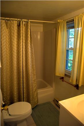 Yarmouth Port Cape Cod vacation rental - Tub/shower combo