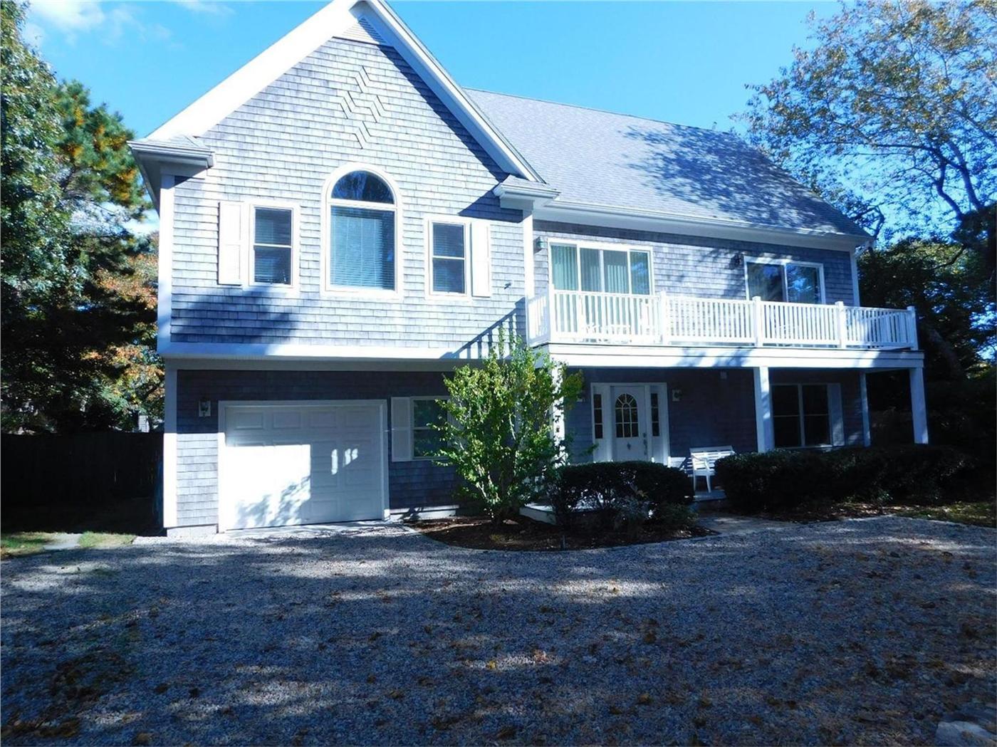 Hyannis vacation rental home in cape cod ma 02601 kalmus for Cabin rentals in cape cod ma