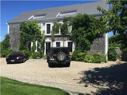 Dennis Cape Cod vacation rental - Front of home wiht large driveway
