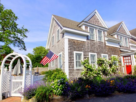 Chatham downtown village Cape Cod vacation rental - Charming Chatham villager ID 26395