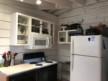 Eastham - beaches & bike path Cape Cod vacation rental - Well equipped kitchen with dishwasher & 2 outside grilles