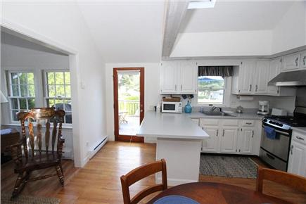Pocasset, Bourne Pocasset vacation rental - Bright Kitchen