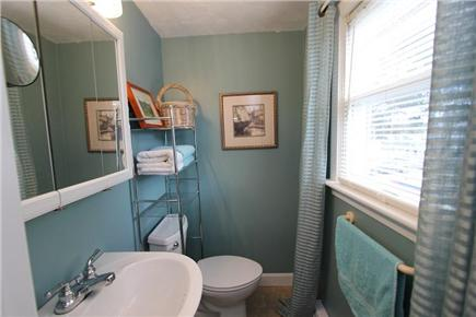 Pocasset, Bourne Pocasset vacation rental - Half Bath